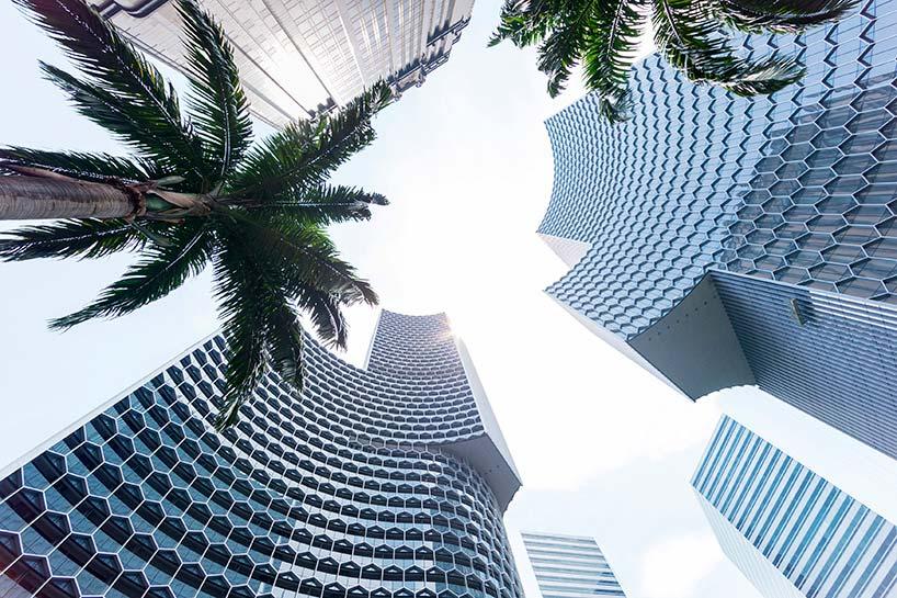 Башни сложной геометрической формы DUO в Сингапуре