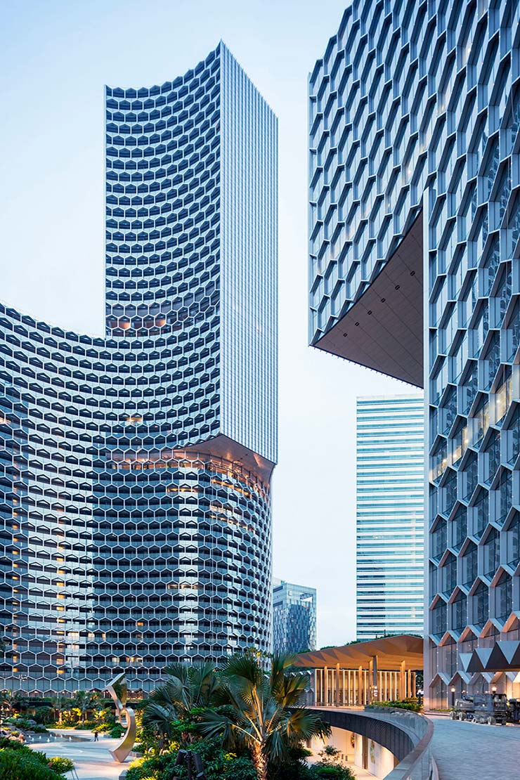Овальные небоскребы DUO в Сингапуре