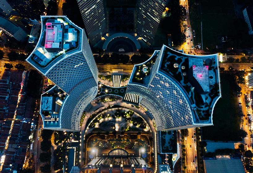 Фото   Небоскребы DUO в Сингапуре ночью