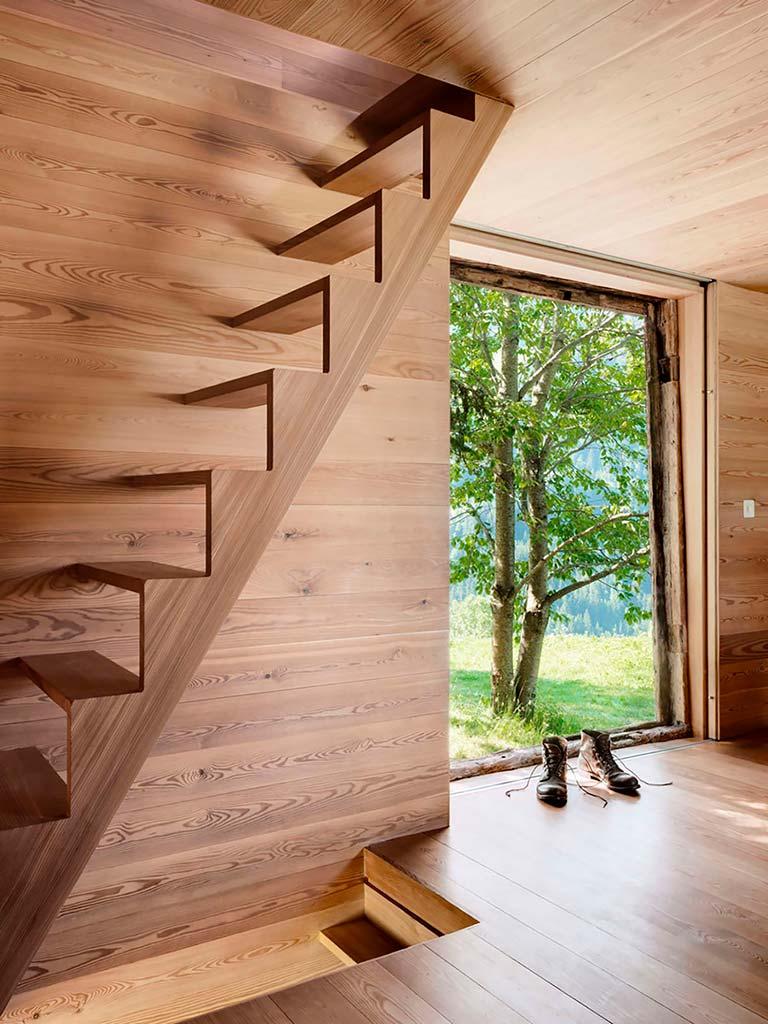Деревянный домик в Швейцарских Альпах
