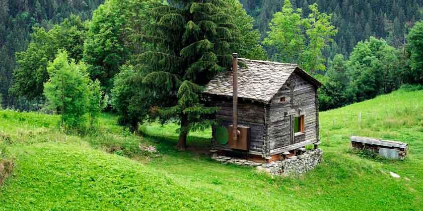 Деревянный дом интроверта в Швейцарских Альпах | фото
