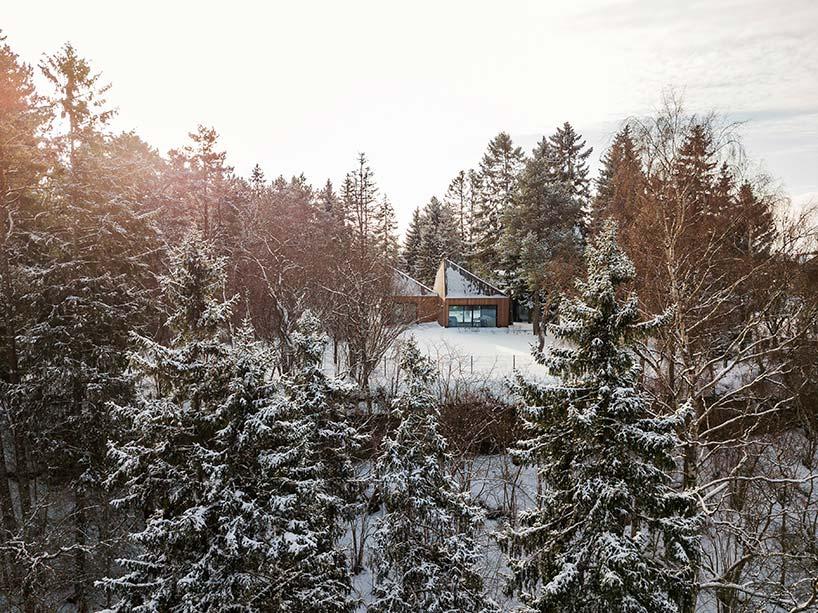 Деревянный дом в лесу Эстонии. Проект KUU Arhitektid