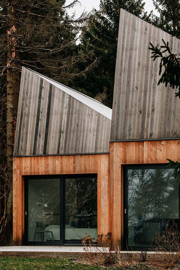 Современный деревянный дом в лесу от KUU Arhitektid