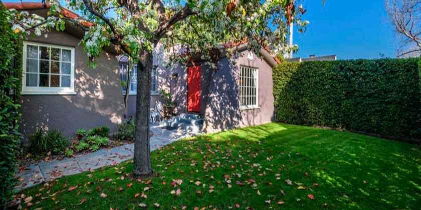 Джули Бенц продала скромный дом в Голливуде | фото, цена