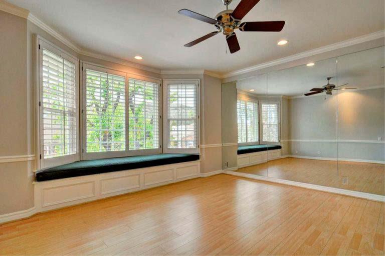 Комната для занятий танцами в доме