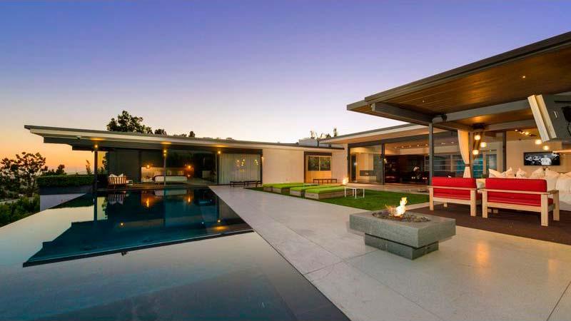 Дом с панорамным бассейном