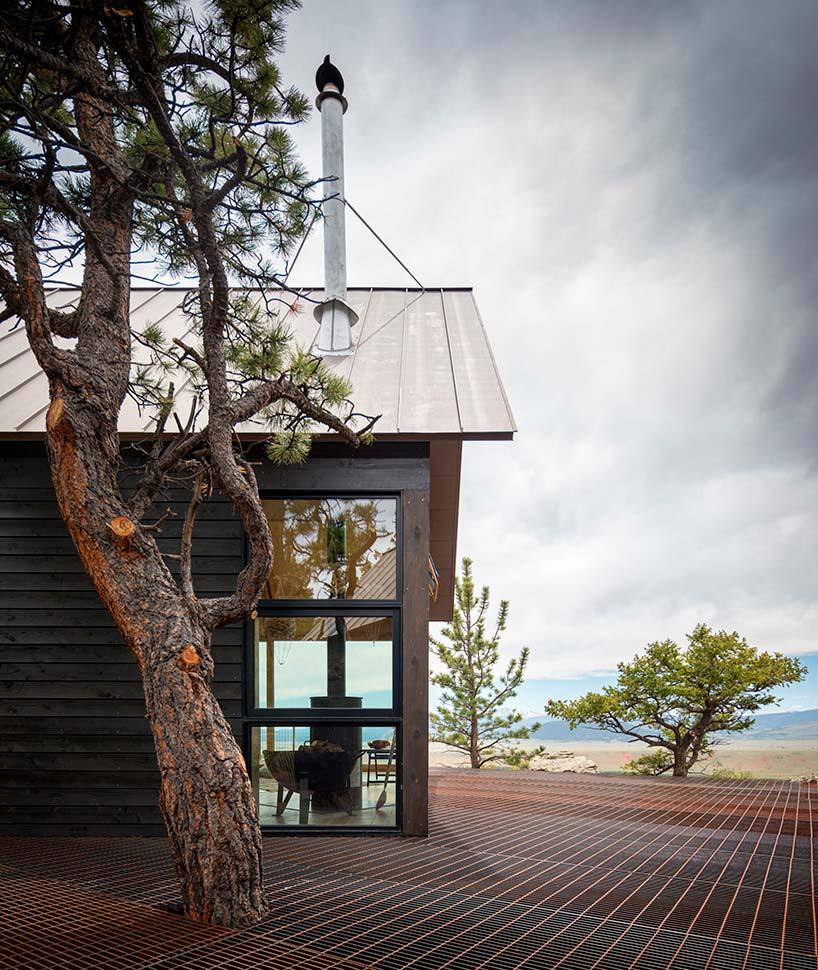 Деревянный дом с красивым видом на долину