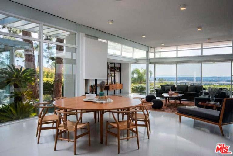 Обеденный круглый стол в дизайне интерьера