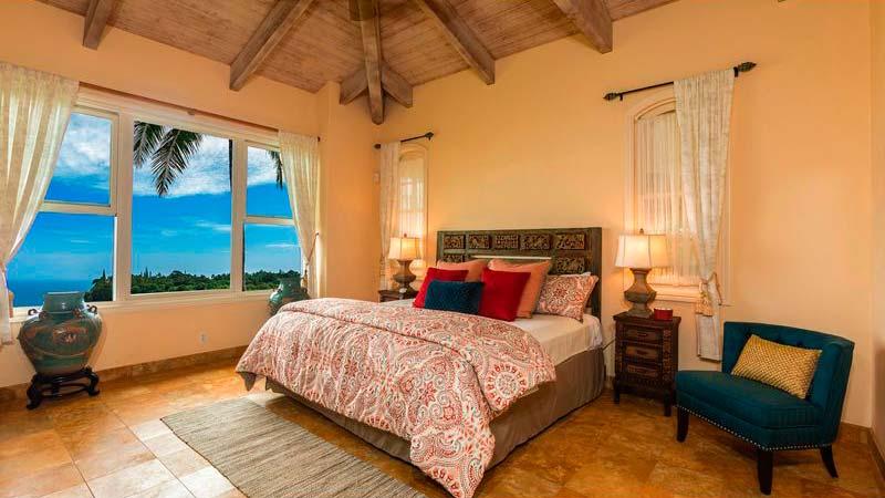 Спальня виллы с видом на океан