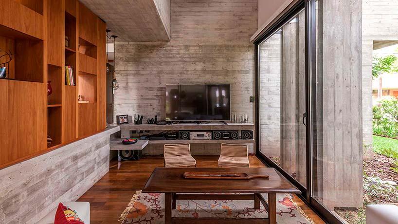 Дом из дерева и бетона
