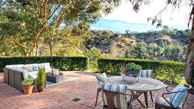Терраса у дома Винса Вона в Лос-Анджелесе