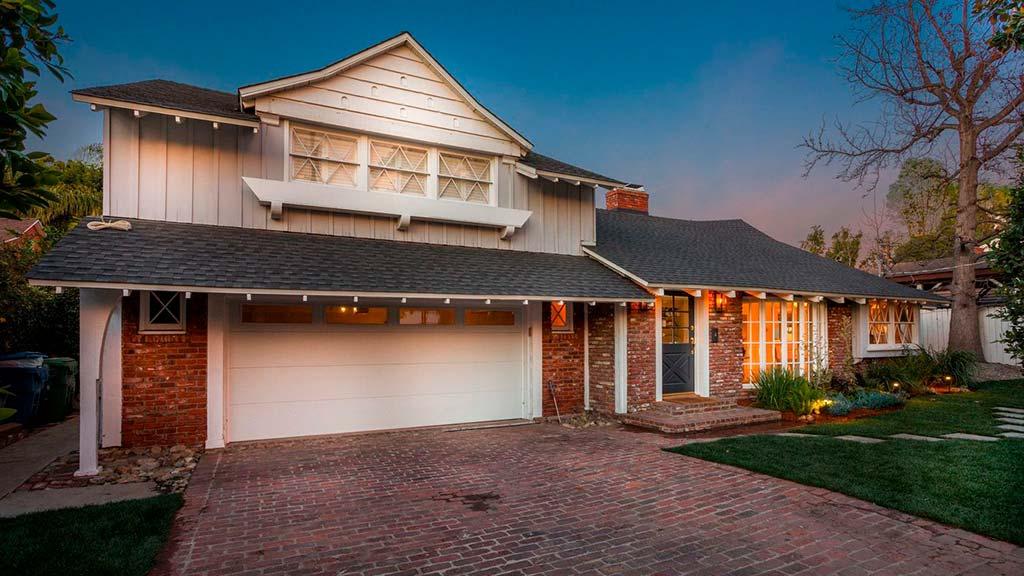 Дом с гаражом в Шерман-Окс, Калифорния