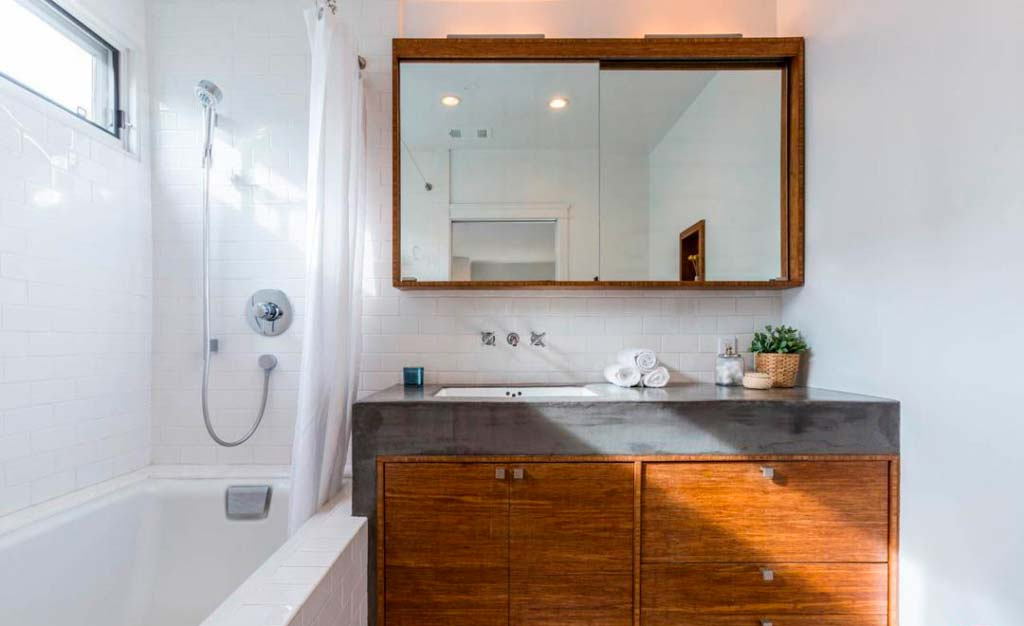 Скромный дизайн ванной комнаты