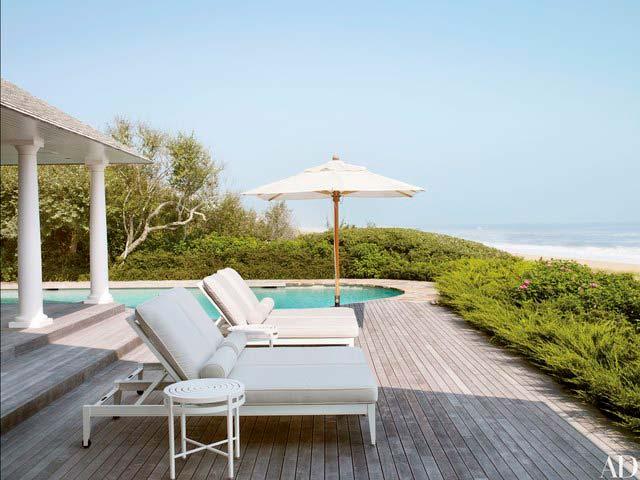 Терраса и плавательный бассейн с видом на океан