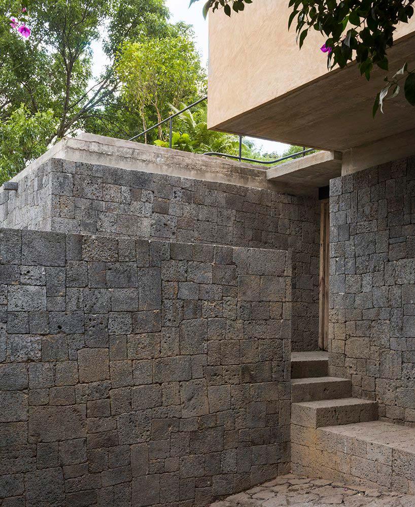 Современный дом из камня как дань уважения ацтекам