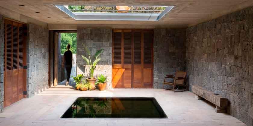 Каменный дом в Мексике от студии REA в знак уважения ацтеков