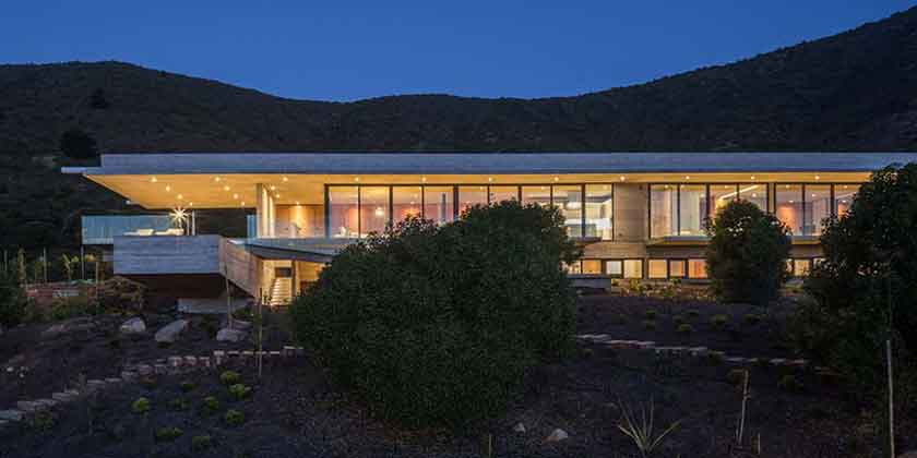 Casa H — вилла из бетона и стекла на берегу Тихого океана