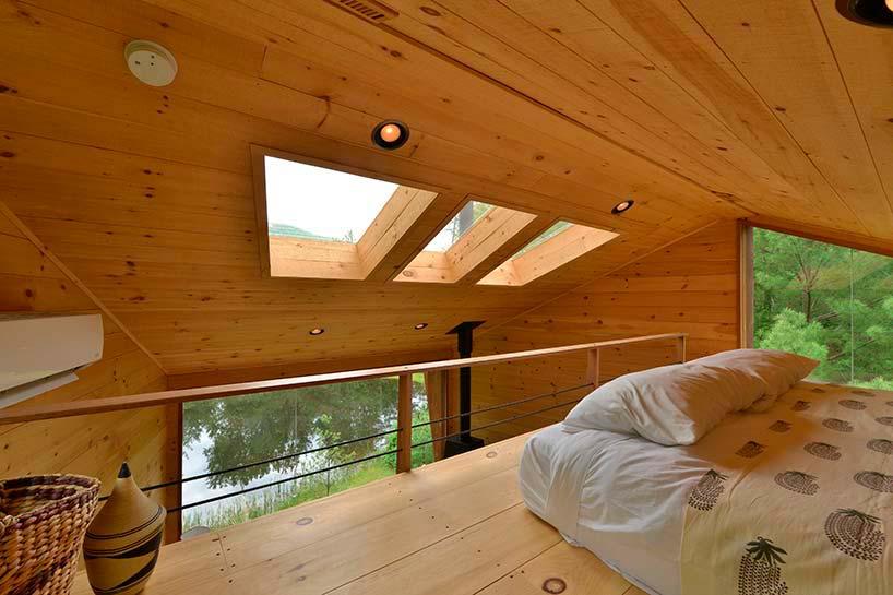 Чердак дома со световыми люками