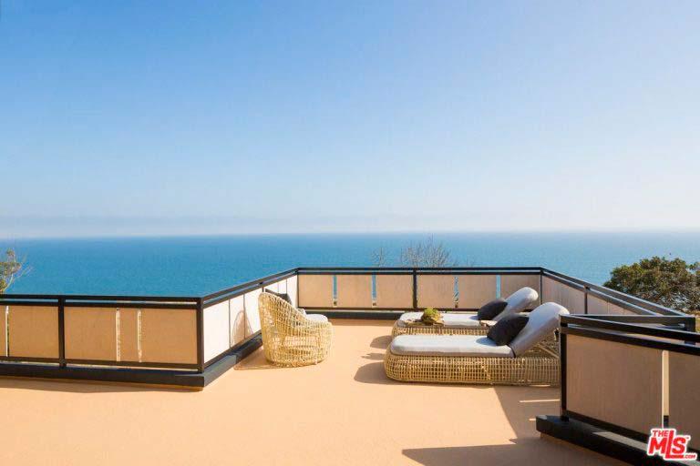 Терраса дома с видом на Атлантический океан