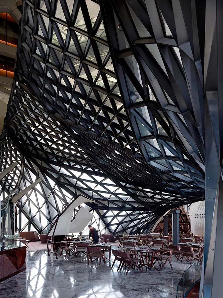 Ресторан в башне отеля Morpheus от ZHA