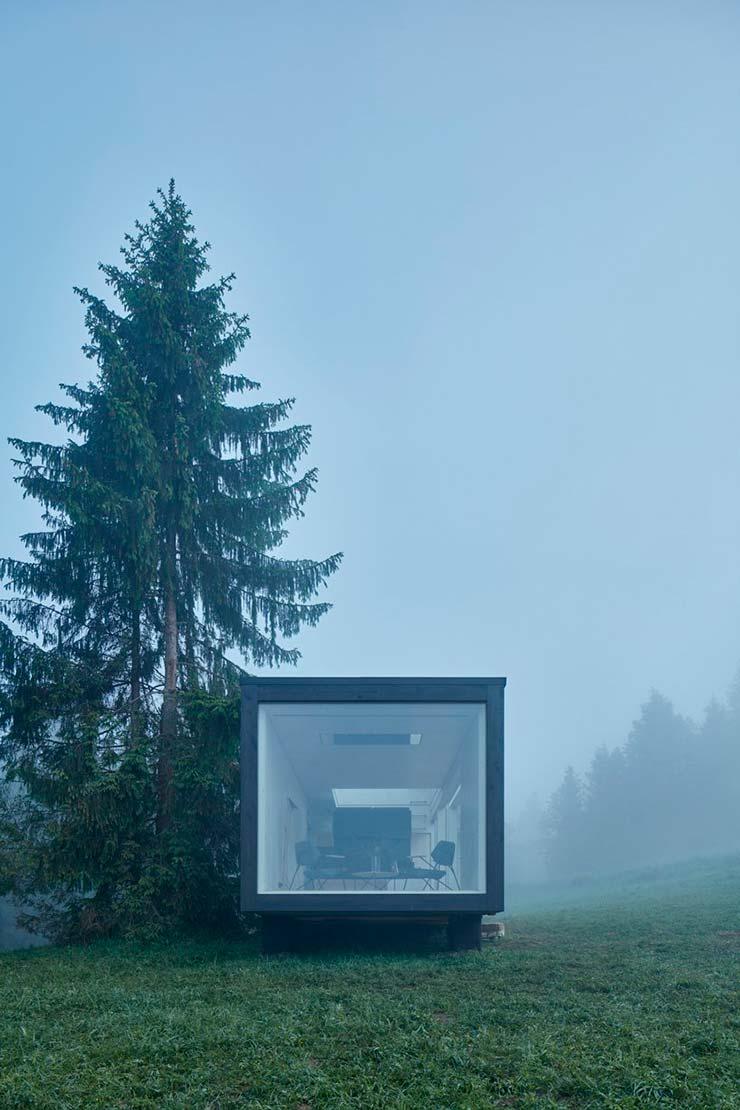 Панорамное окно на всю ширину стены