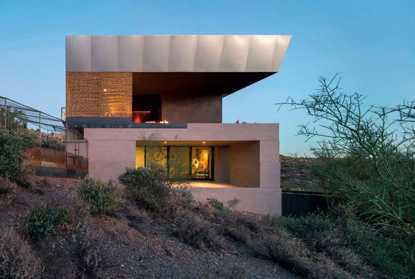 Современный дом в пустыне Аризоны