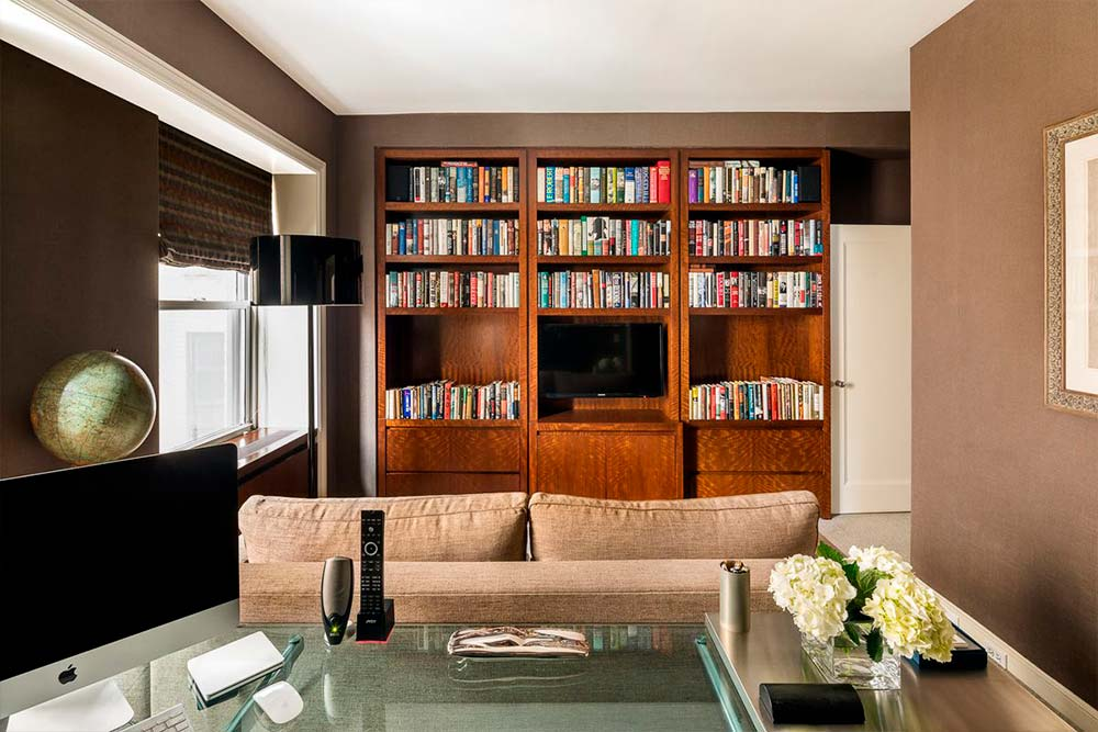 Домашняя библиотека Мэтта Лауэра