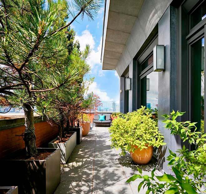 Ухоженная терраса квартиры в Нью-Йорке