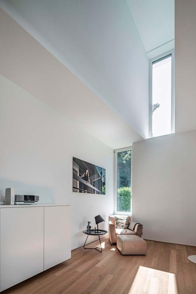 Интерьер дома в белых тонах