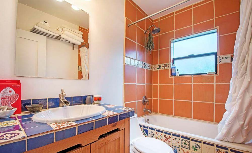 Испанский кафель в дизайне ванной комнаты
