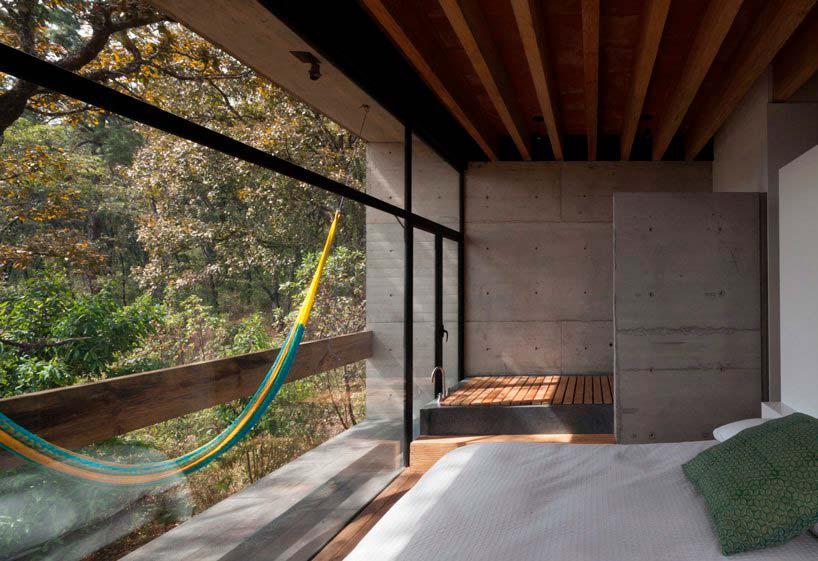 Гамак на балконе спальни