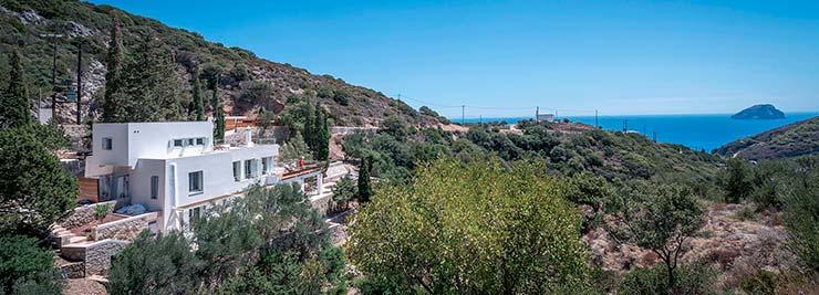Дом на скалах с видом на море в Греции от R.C. Tech