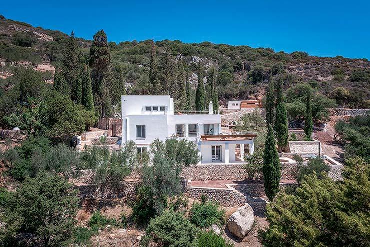 Трехэтажный дом на греческом острове Китира от R.C. Tech