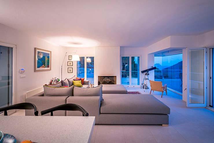 Современный дизайн гостиной от R.C. Tech