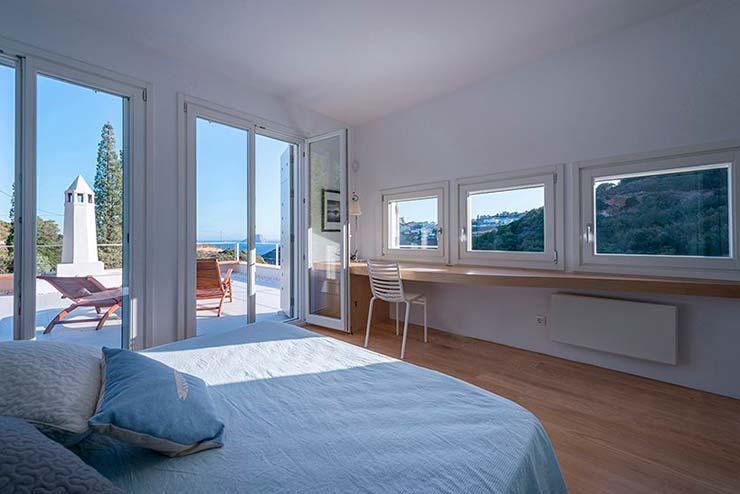 Спальня на третьем этаже дом с собственным балконом