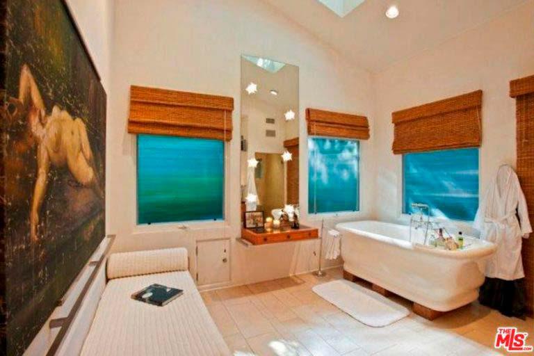 Домашняя ванная у Сандры Буллок