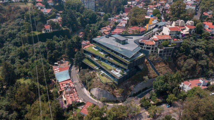Многоквартирный дом с паркингом на крыше