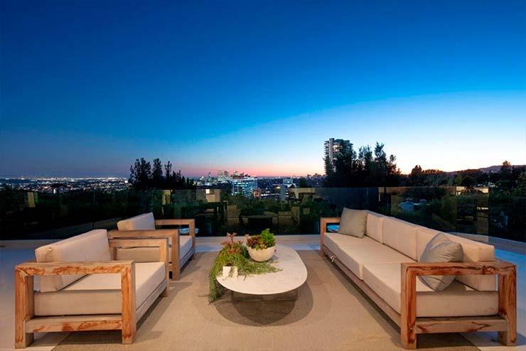 Терраса дома с панорамным видом на Лос-Анджелес