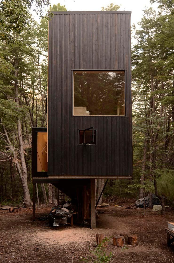Деревянный дом на платформе. 3 метра над землей