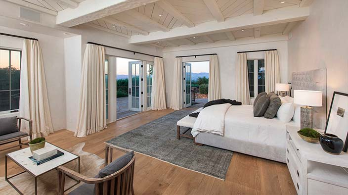 Спальня с видом на горы и Лос-Анджелес