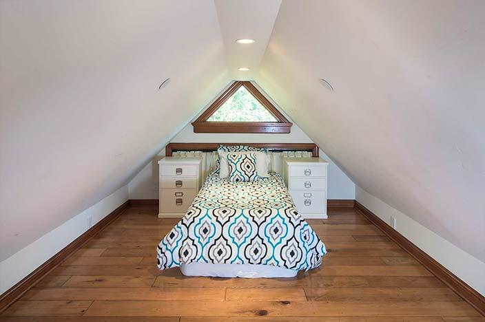 Детская спальня на чердаке
