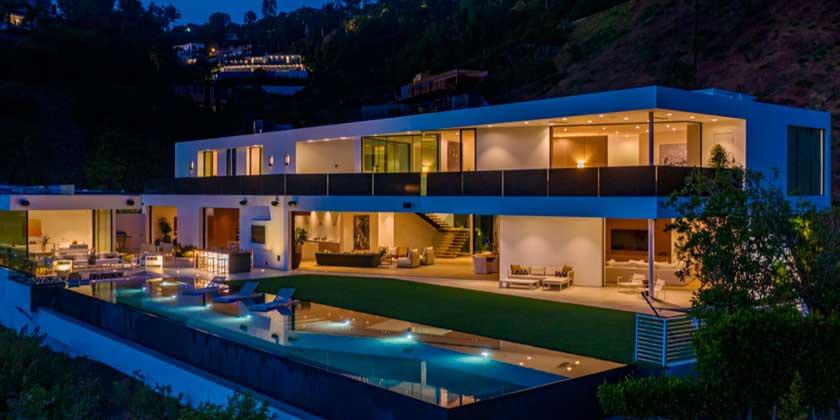 Джон Ледженд и Крисси Тайген купили новый дом в Беверли-Хиллз