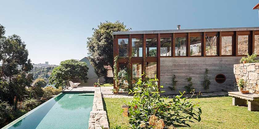Проект расширения старого дома с бассейном от Floret Arquitectura