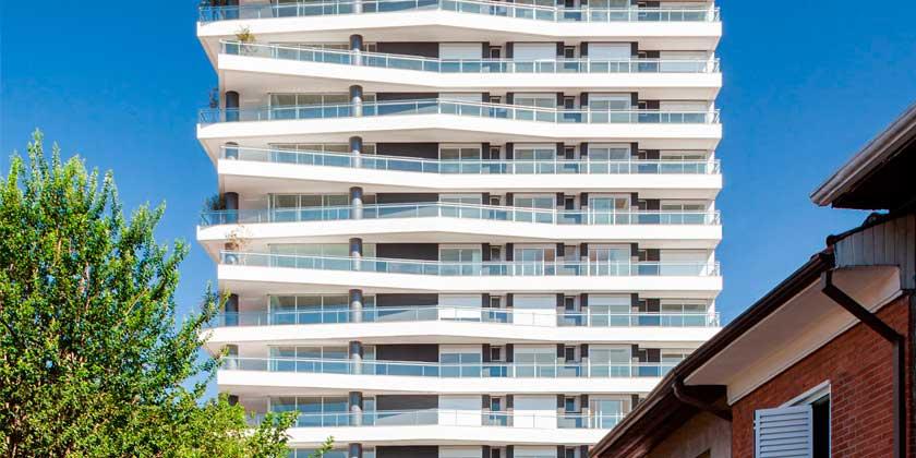 В Сан-Паулу построен комплекс с хаотичными террасами