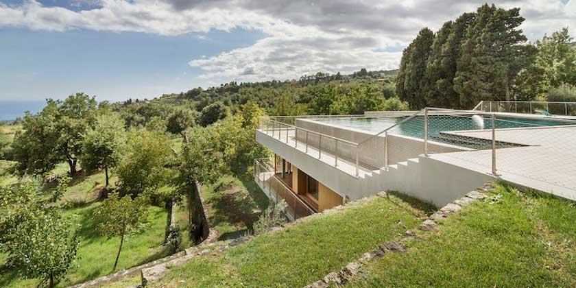 Дом с бассейном на крыше по проекту DAP Studio