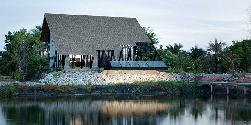 Дом с покатой крышей в Таиланде. Проект TOUCH Architect