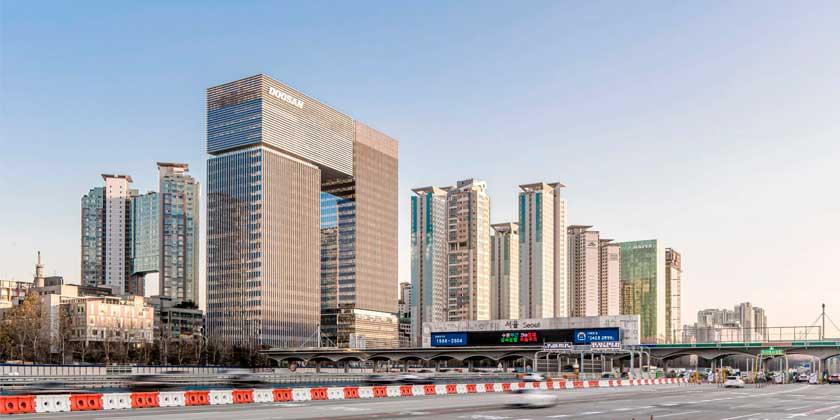 В Сеуле построен небоскрёб-мост Bundang Doosan Tower